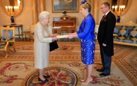 Посол України в Великобританії зустрілася з Єлизаветою ІІ: опубліковано фото