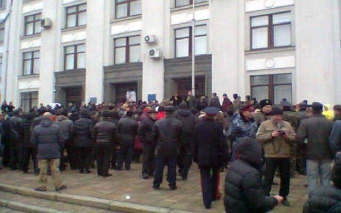 Луганск сдали ЛНР за большой откат - волонтер
