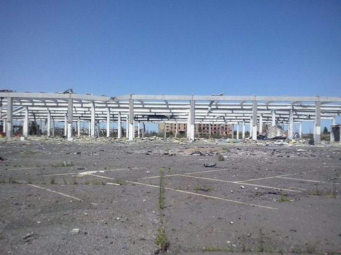 """""""Русский мир"""" в Донецке: что осталось от гипермаркета METRO через три года, фото (1)"""