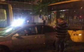 Масштабное ДТП в Киеве: столкнулись 4 автомобиля и троллейбус, есть пострадавшие