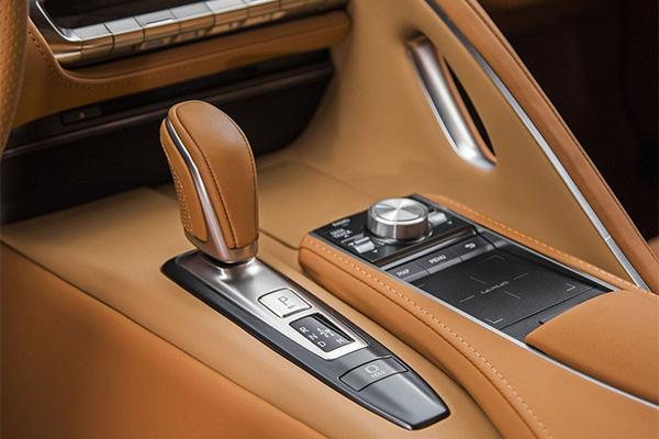 Компанія Lexus представила серійний спорткар LC500 (11 фото) (7)