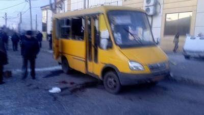 На Донбассе взорвали гранатой маршрутку: фото с места событий (1)