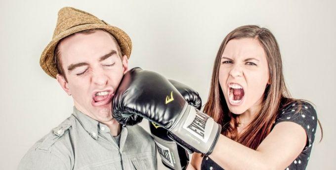 Мобінг: як налагодити стосунки з колективом