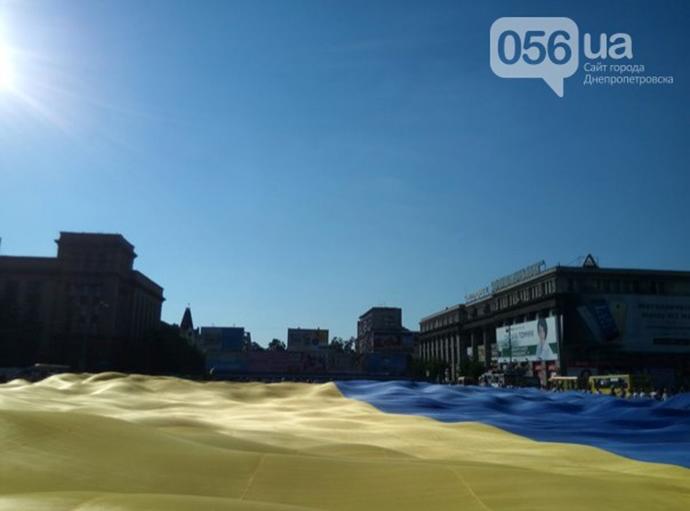 Рекордний український прапор розгорнули в Дніпрі: опубліковані фото (2)
