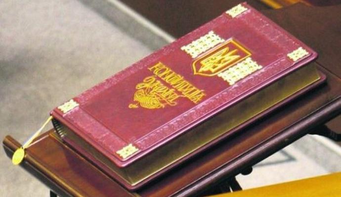 Народ должен решить, какой будет новая Конституция - Яценюк