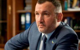 Простым людям не понять: сеть кипит из-за золотой лопаты соратника Януковича