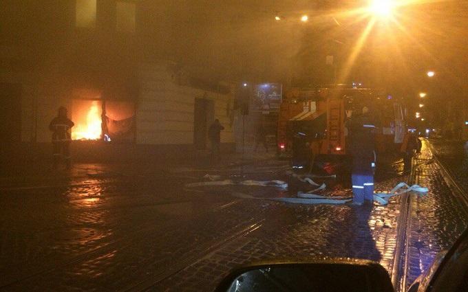 Во Львове подожгли Сбербанк России: опубликованы фото
