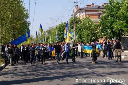 В Херсоне подрались националисты и участники первомайской демонстрации: появились фото и видео (3)