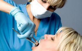 Стоматолог из Петербурга, которая удалила женщине здоровые зубы, бежала от следствия