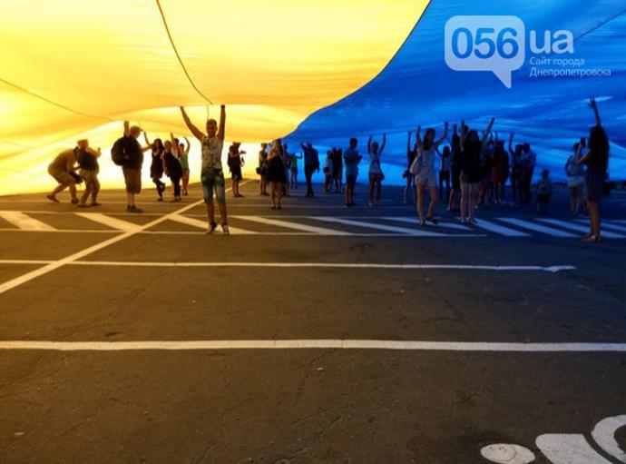 Рекордний український прапор розгорнули в Дніпрі: опубліковані фото (1)