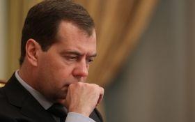 Непрості роки: Медведєв попередив росіян про тривалий важкий період