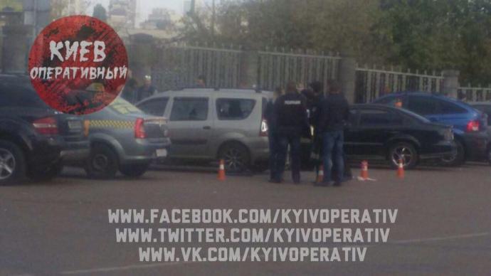 У Києві біля залізничного вокзалу відкрили стрілянину: опубліковані фото (1)