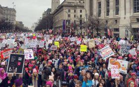 Скучаем по Обаме: звезды поддержали Женский марш против Трампа яркими фото и призывами