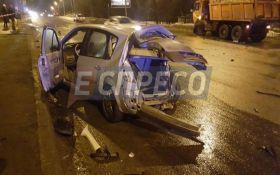 У Києві відбулася п'яна ДТП з вантажівкою, є постраждалі: з'явилися фото