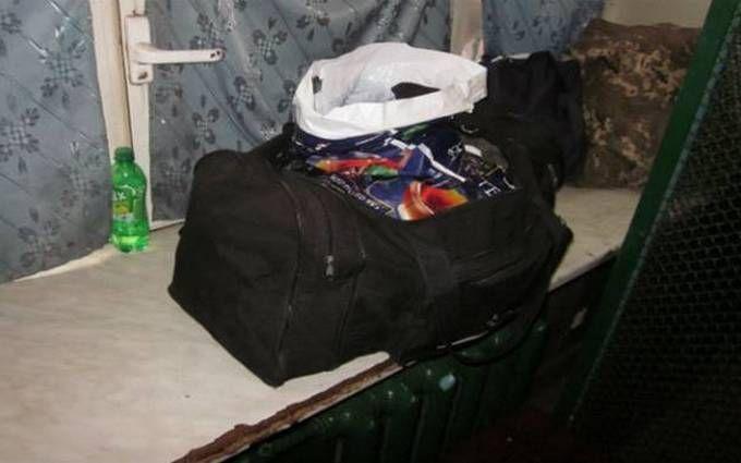 У київському метро затримали чоловіка з небезпечними предметами: з'явилися фото