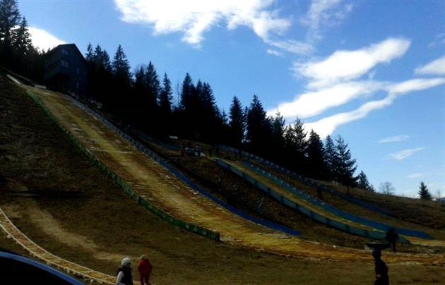 Это преступление: детей заставили спускаться на лыжах по ужасающей трассе - опубликованы фото (2)