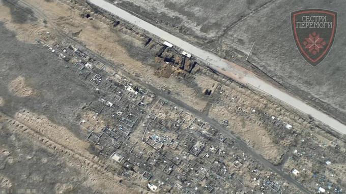 Бойовики на Донбасі облаштували позиції біля кладовищ: опубліковані фото (1)