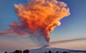 В Италии проснулся высочайший вулкан Европы: появилось видео