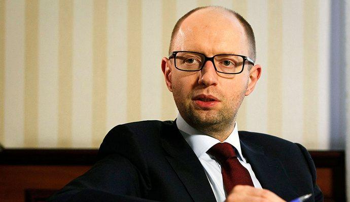 Яценюк требует от России объяснений по запрету передвижения украинских фур