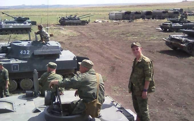 Росія знову нагнала танків на Донбас: з'явилися фото