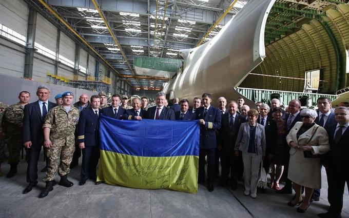 """Порошенко привітав авіазавод """"Антонов"""" ефектним відео"""