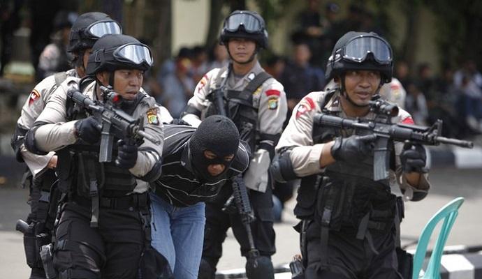 Арестованы 12 подозреваемых в связи с нападениями в Джакарте