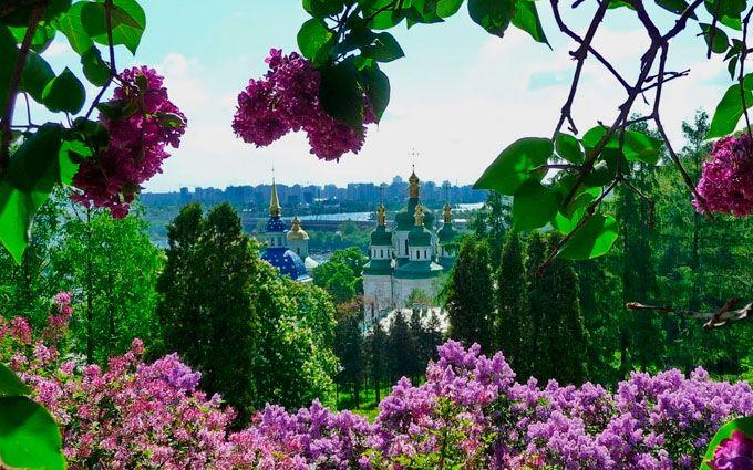 Весняні сади Києва: як спланувати прогулянки і зняти квартиру подобово