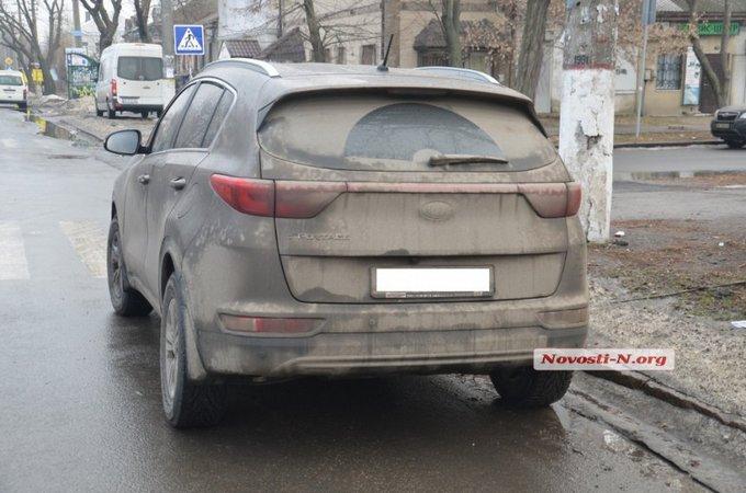 В Николаеве крупный полицейский чин разъезжал пьяным: опубликованы фото и видео (5)