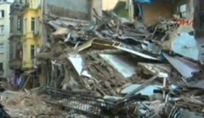 В центре Стамбула обвалилось здание: опубликовано видео