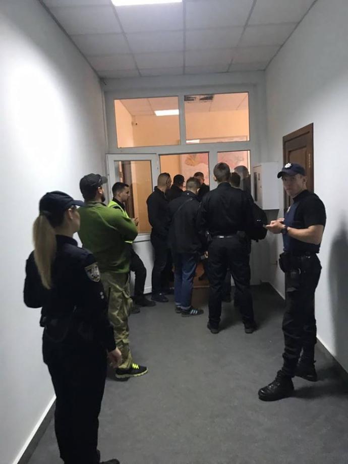 Неизвестные захватили кабинет главы Госслужбы геологии и недр Украины: появились фото (2)