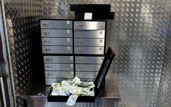 "У київському банку ""випарувалася"" величезна сума: з'явилися фото"