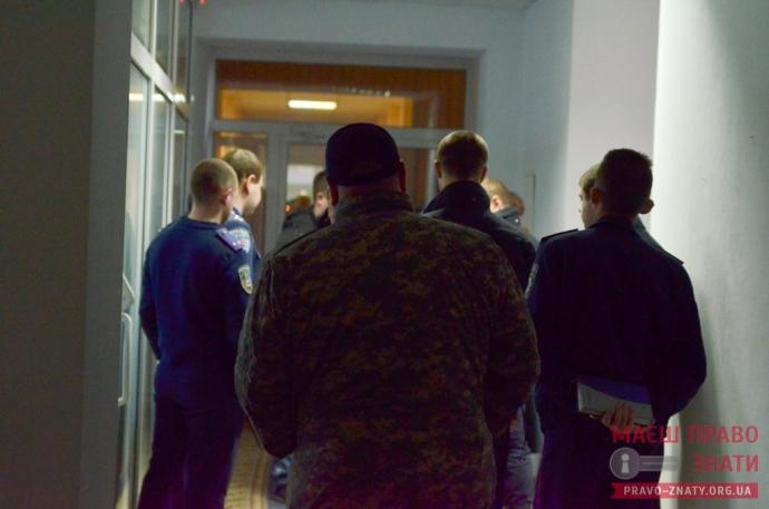Под Киевом депутаты устроили побоище со слезоточивым газом: опубликовано фото и видео (1)