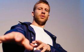 Скандальный певец удивил поклонников украинской песней: опубликовано видео