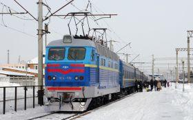 Укрзализныця запустила дополнительные поезда на Новый год и Рождество: расписание и направления