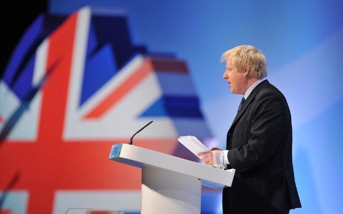 Больной коронавирусом премьер Британии попал в реанимацию - все подробности