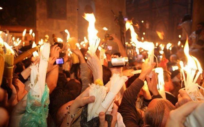 В Иерусалиме сошел Благодатный огонь: появились впечатляющие фото и видео