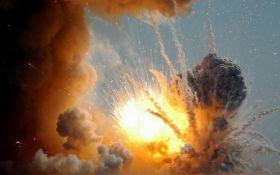 """У бойовиків """"ДНР"""" сталися вибухи на складі боєприпасів: опубліковано відео"""