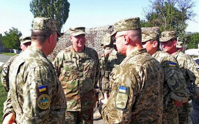 Соцмережі в захваті від візиту генерала армії США в Маріуполь: опубліковані фото