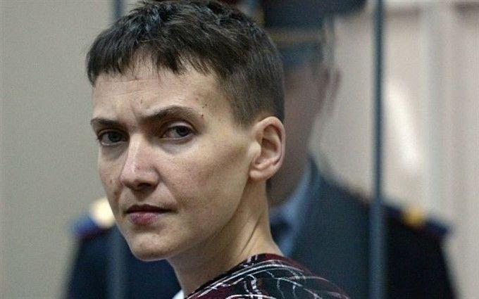 Савченко в наручниках на автозаке привезли в суд: опубликовано видео
