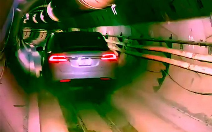 Тesla Model X запустили в подземный скоростной туннель Маска: опубликовано зрелищное видео