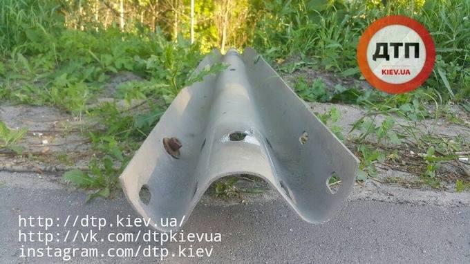 В Киеве Газель въехала в фуру и перевернулась, есть пострадавшие: появились фото (5)