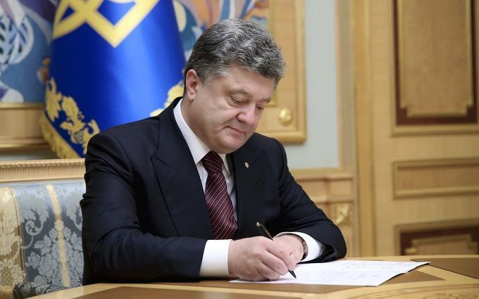 """""""Більше ніякого розподілу коштів """"під ковдрою"""": Порошенко підписав закон про підтримку кінематографії"""