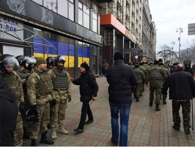 На Майдане остаются палатки: появилось новое фото (4)