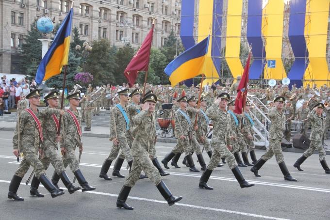 Ракеты, танки и авиация: опубликованы зрелищные фото и видео репетиции парада в Киеве (4)