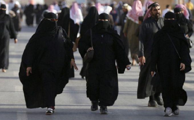 В Саудовской Аравии женщинам впервые разрешили работать нотариусами