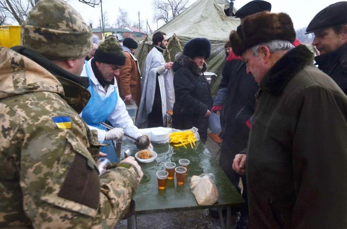 В зоне АТО военнослужащие отпраздновали Крещение (11 фото) (5)