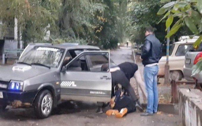 """У Запоріжжі жінки-поліцейські """"кришували"""" банду: з'явилося відео затримання"""