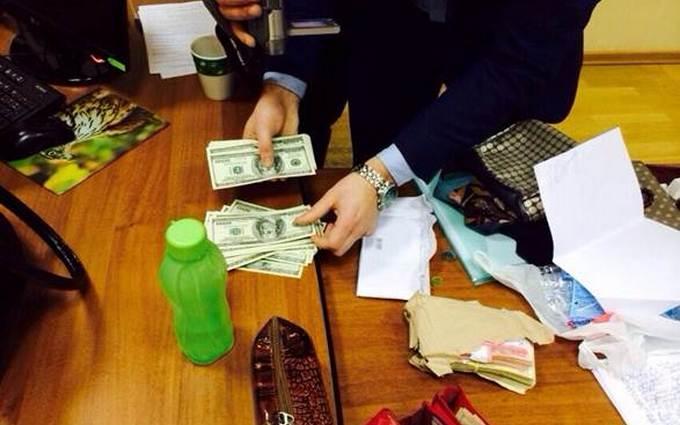 В Киеве ректора университета поймали на попытке дать взятку: опубликовано фото