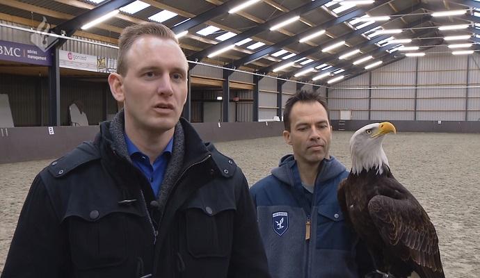 Голландские полицейские обучают орлов уничтожать дроны