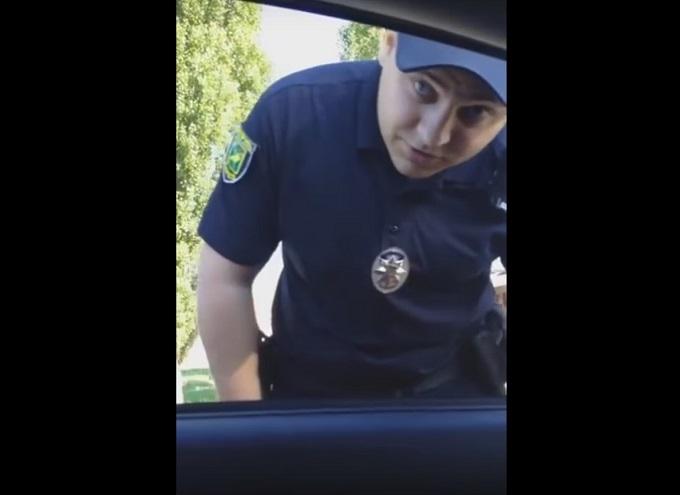 Гопник пройшов переатестацію: соцмережі обурило відео з поліцейським-хамом
